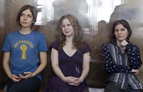 Il collettivo russo Pussy Riot durante l'udienza che si concludera' con un'amara condanna